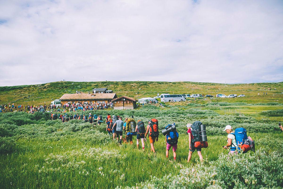 Åpningsuken av Monsen minutt for minutt gikk gjennom Hardangervidda i strålende vær. Bildet er fra siste etappe fra Hein til Tuva.