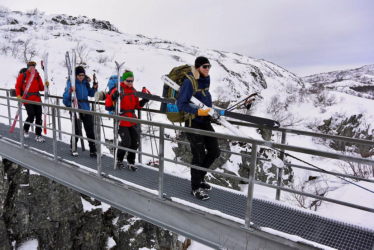 Ansatt-tur fra Bleskestad til Haukeliseter 8.-11. mars 2019. Her passeres den nye brua mellom Bleskestadmoen og Holmavatn.