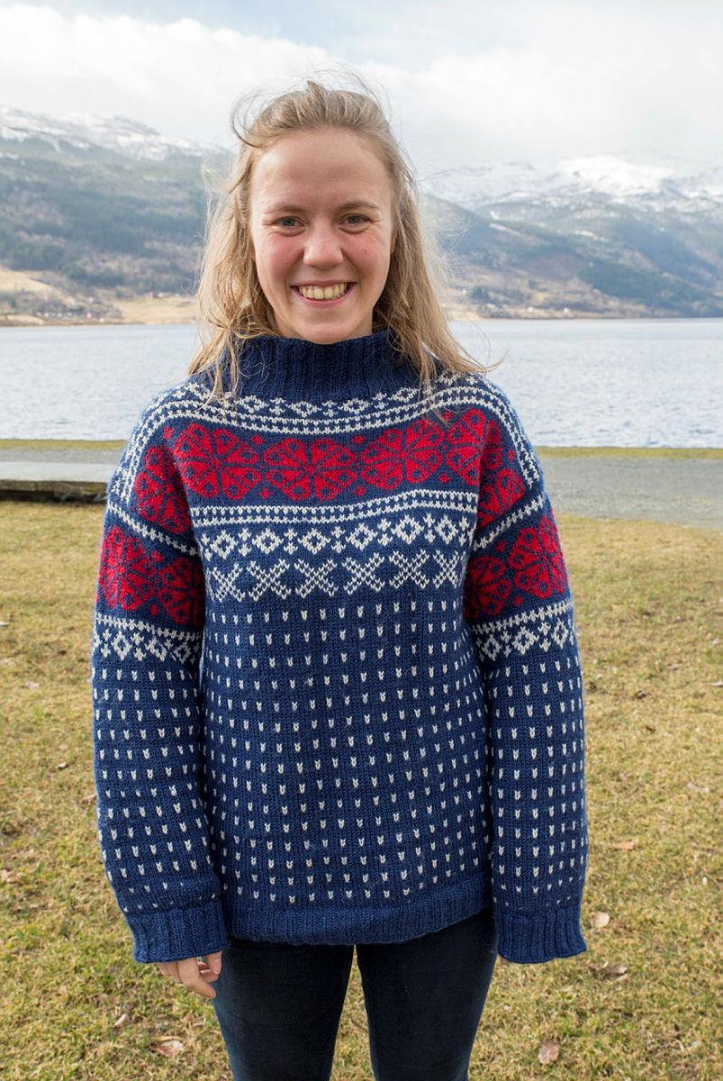 Amalie Fjellsøy med ullgenser på Landsmøtet til DNT ung.