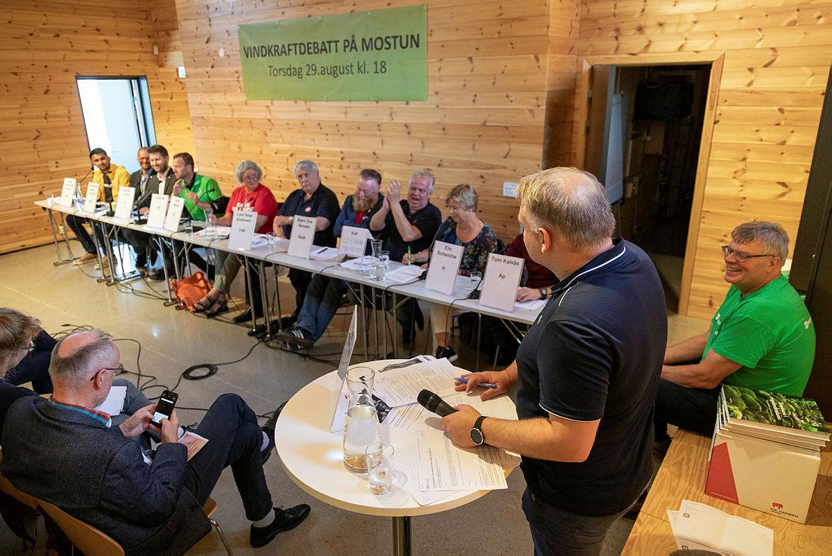Trond Birkedal ledet debatten med fylkespolitikerne