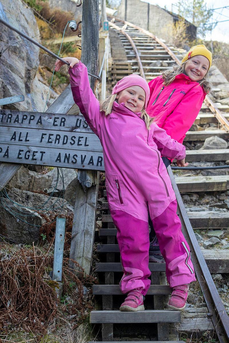 Flørlitrappene er en spennende høstferiedestinasjon og kan kombineres med overnatting på en av turisthyttene i Flørli.