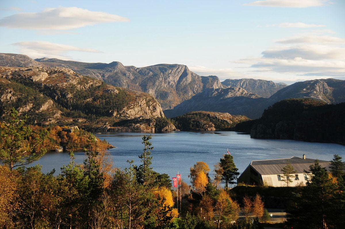 Høst utsikt ved Preikestolen fjellstue