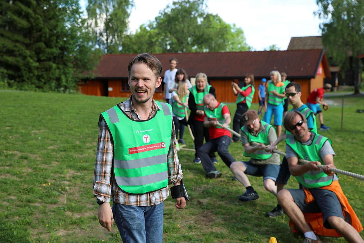 Tur med Friluftsliv Tilrettelagt for Utviklingshemmede (FTU) på Sæteren Gård, med Statsminister Erna Solberg på besøk.