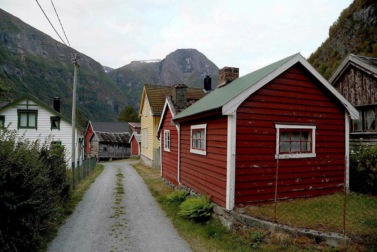 Ei helg i kajakk på Næryfjorden, august 2021.
