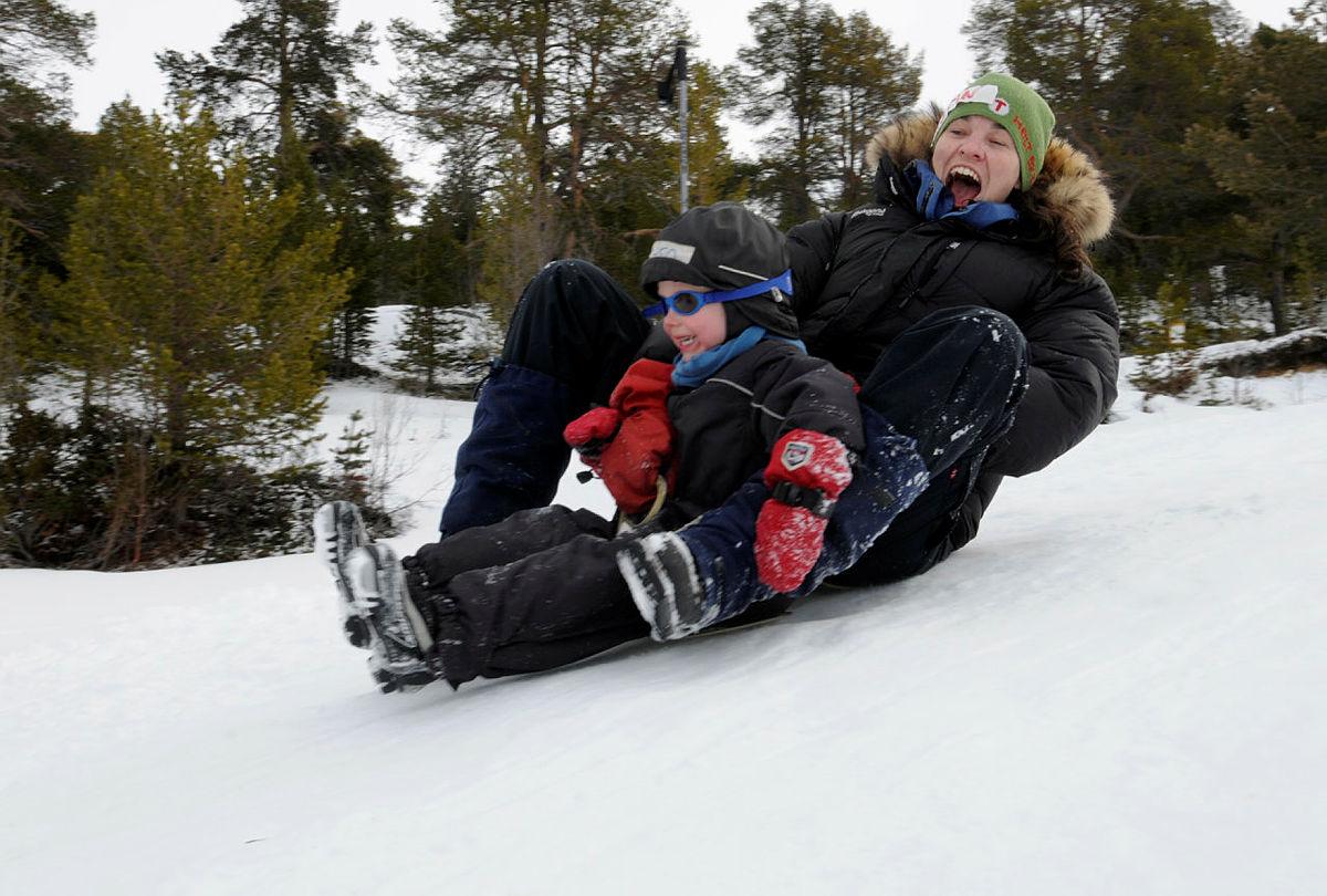 Aking er gøy for treåringen Balder og mamma kristin S. Fredheim med Barnas Turlag påske på Sota Sæteri 2012.