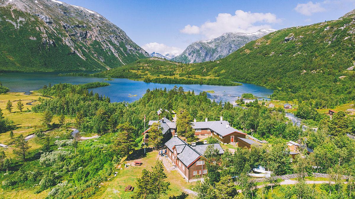 Den betjente hytta Reindalseter i Tafjordfjella åpnes etter planen i slutten av juni.