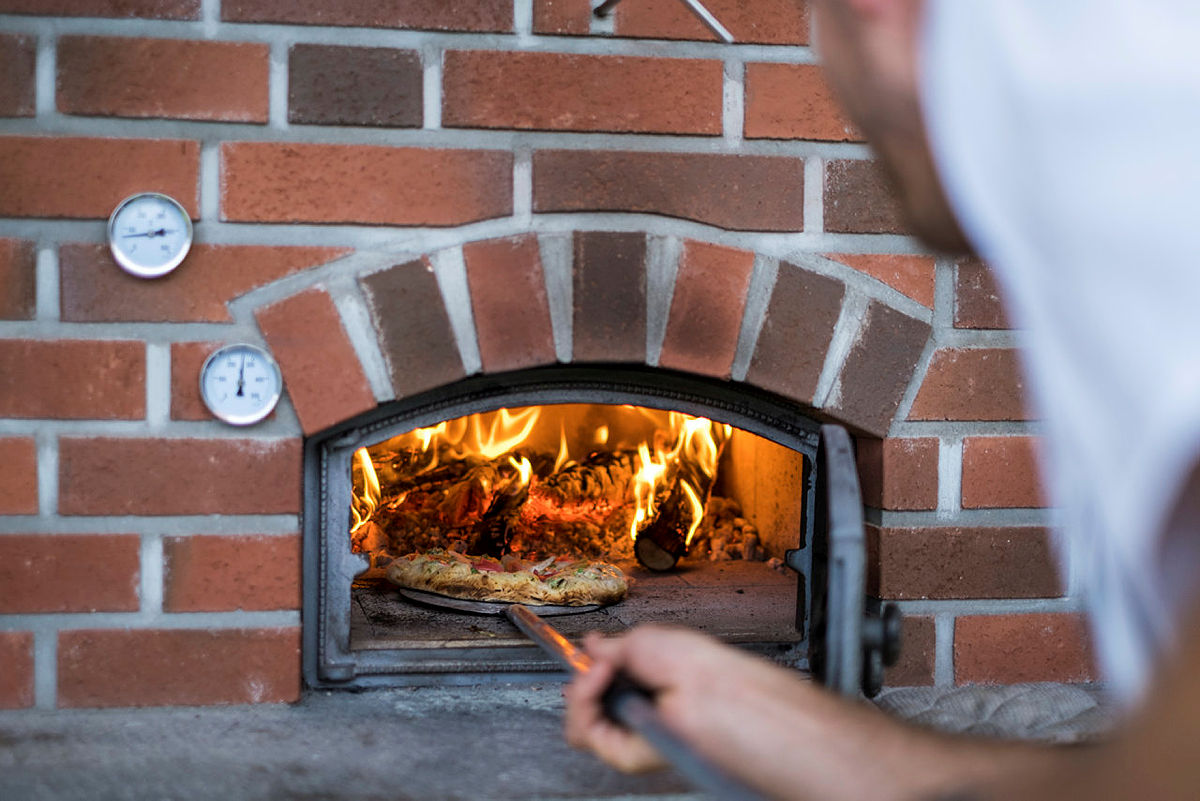Husk å ta med ingredienser til pizza i sekken, for på Bakken finnes det egen pizzaovn.