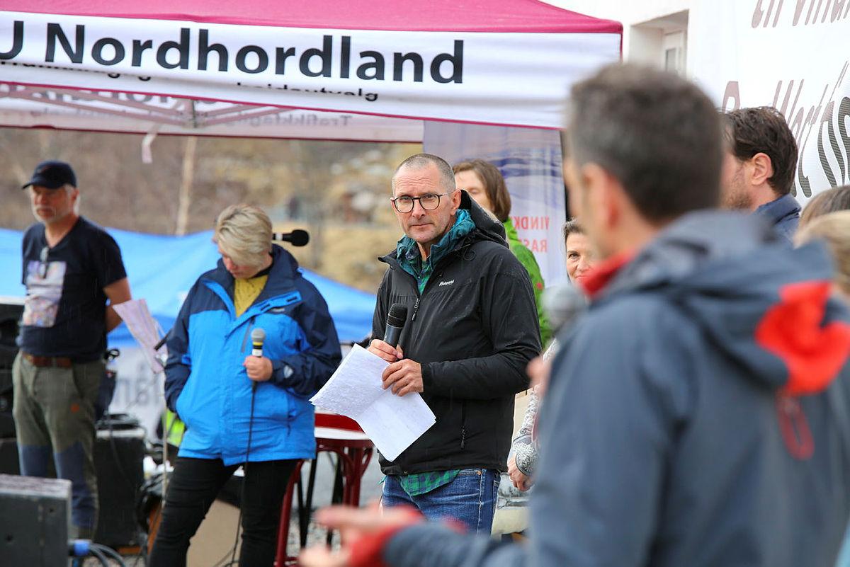 Knut Langeland stilte politikerne spørsmål etter appellene.