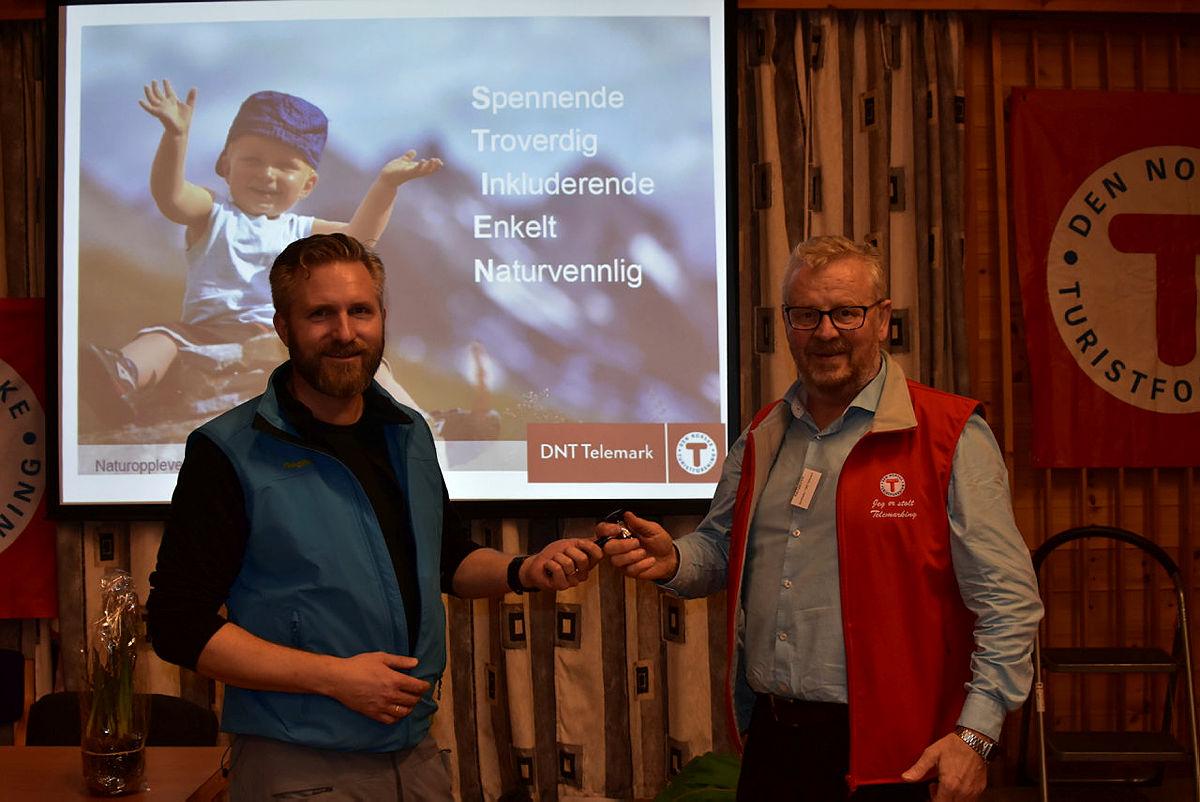 Kaj Eggesvik (t.h) går nå av som styreleder, og Thor Kamfjord (t.v) tar over stafettpinnen.
