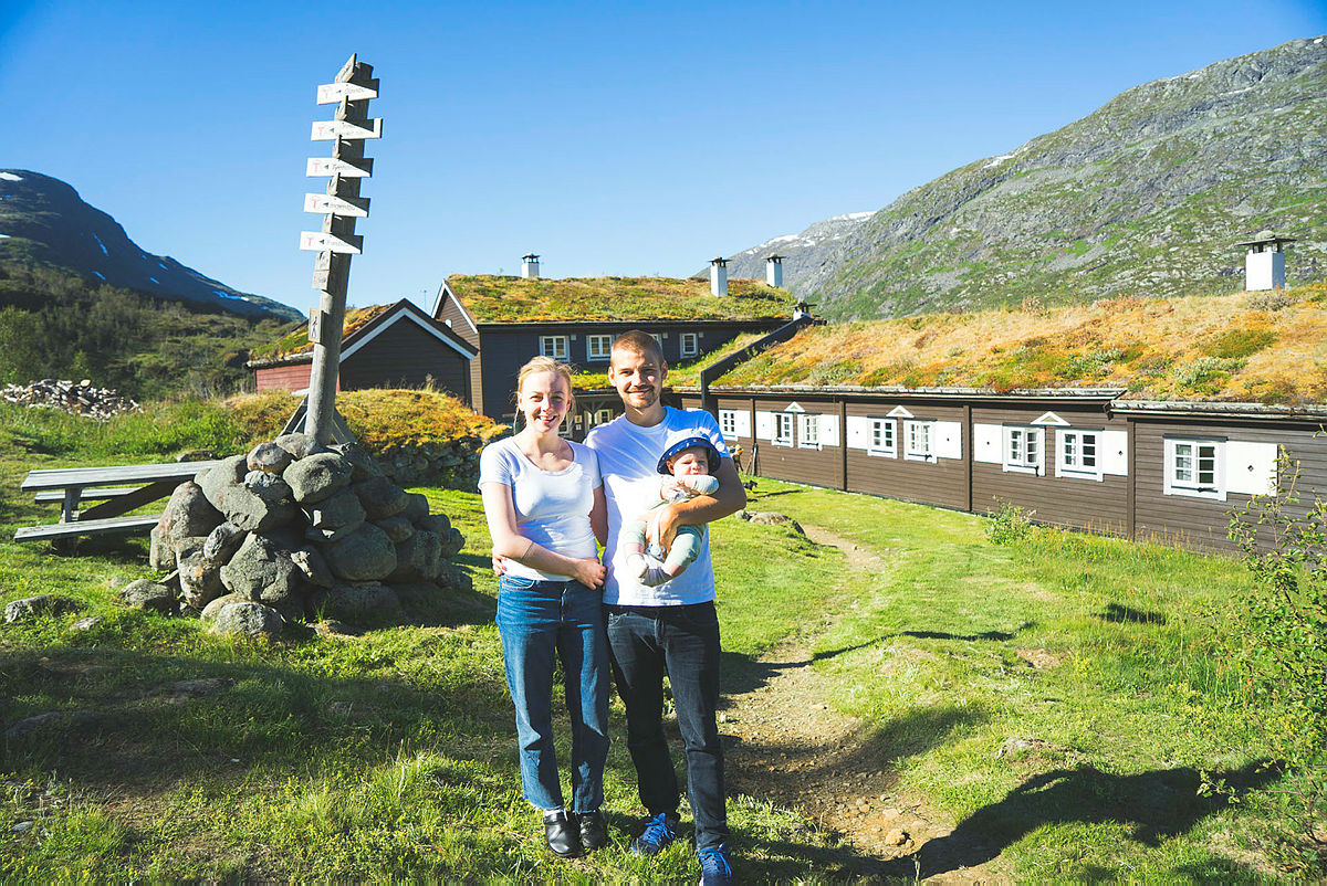 Trine Marie, Ole Martin og Ask Elias Skogadalsbøen i Jotunheimen.