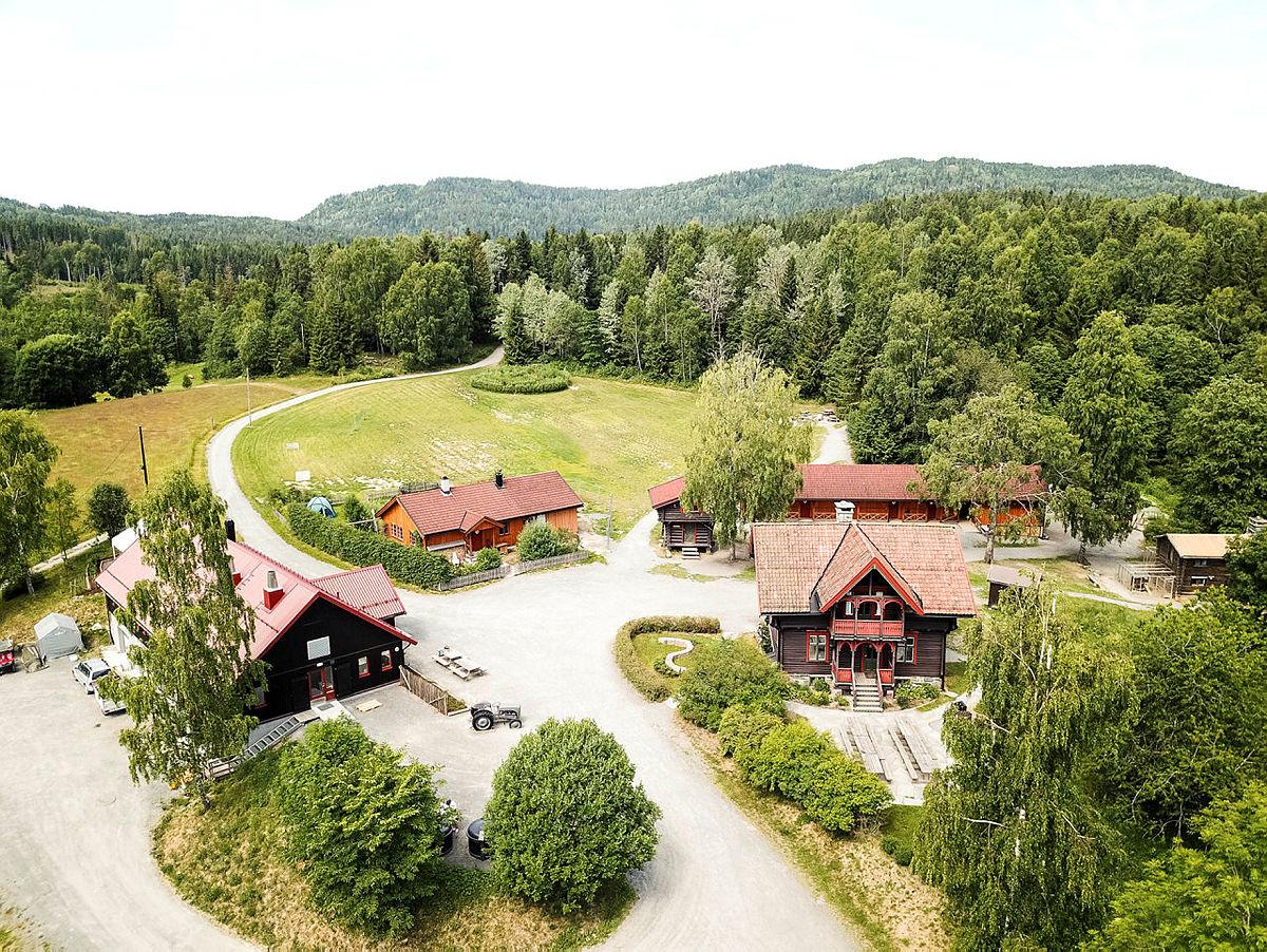 Sæteren Gård ligger helt fantastisk flott til i skogen.