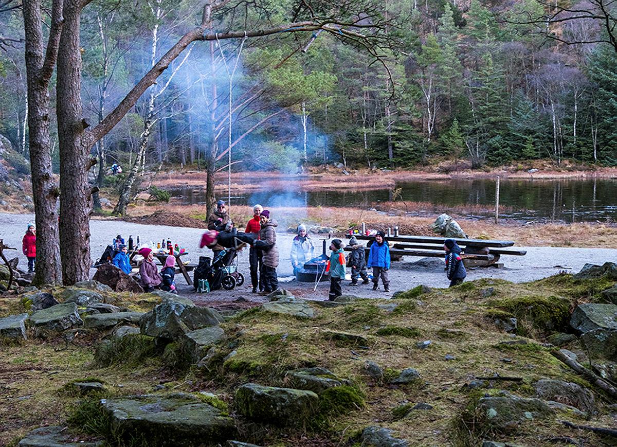Kubbetjørn er en barnevennlig tur fra Gramstad hvor en enkelt kan ha med seg barnevogn.