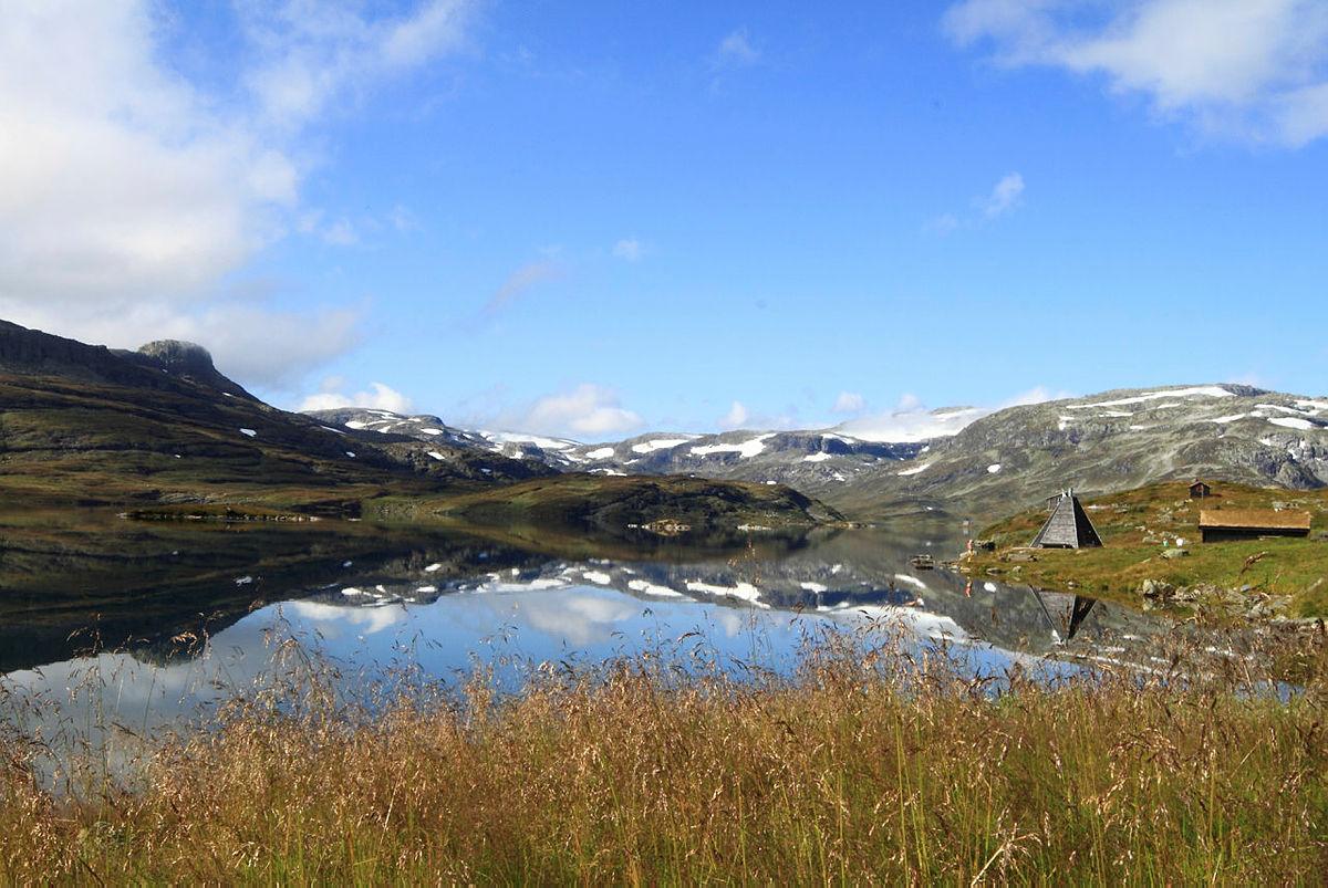 Haukeliseter fjellstue ligger nydelig til ved Ståvatnet.