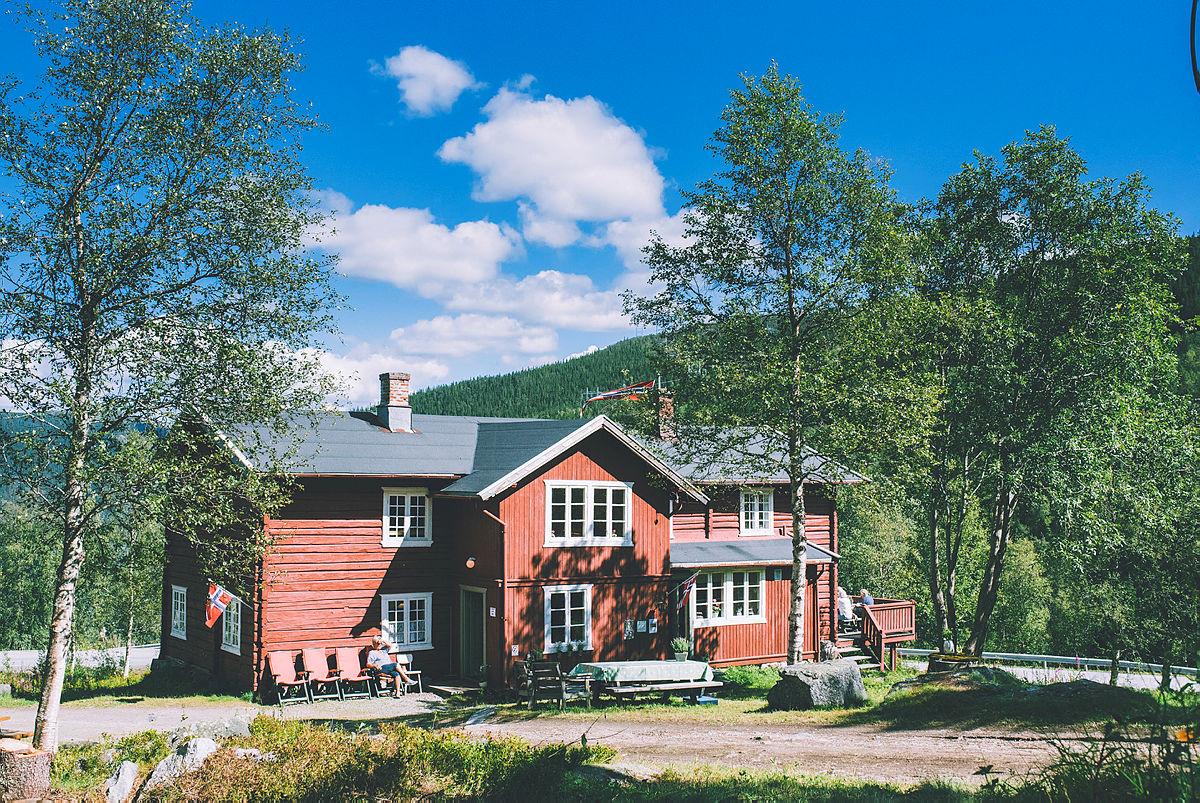 Fra innspilling med Anne Lindmo på Krokan og Gaustatoppen i august 2017.