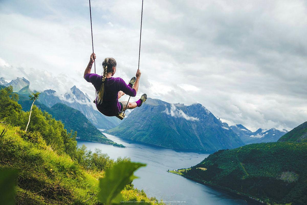 Utsikten over Sunnmørsalpene er noe av det aller vakreste Norge har å by på.