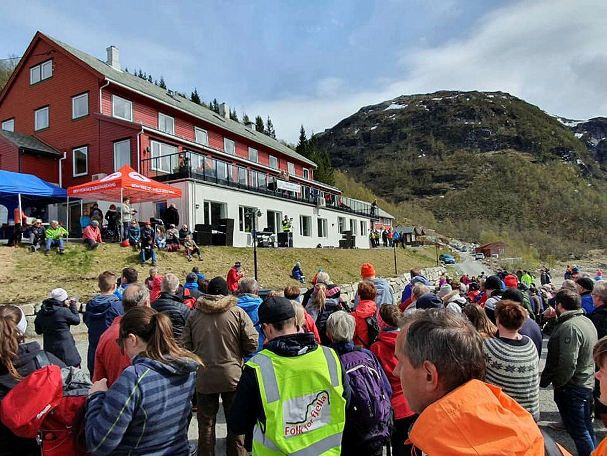 Støttemarsj mot vindkraft 12. mai 2019 arrangert av Nordhordland Turlag.