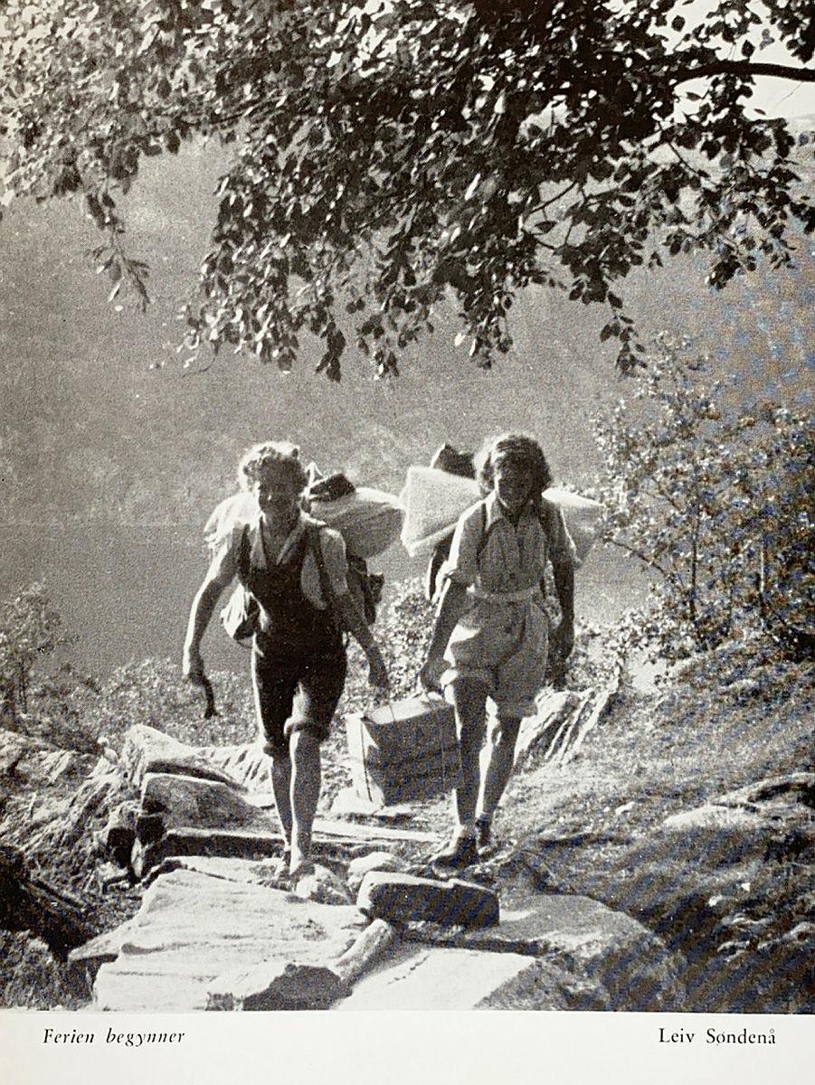 Bidrag i fotokonkurransen i årboka fra 1949.