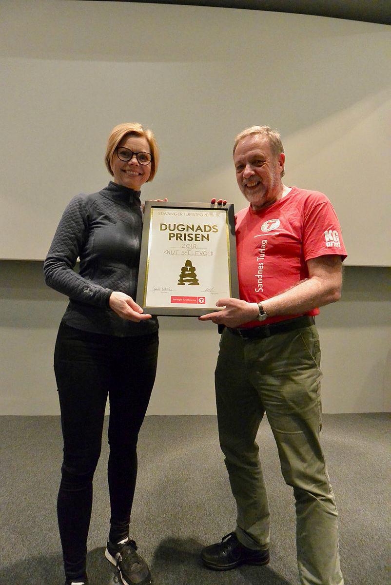 VINNER: Knut Sellevold sammen med styreleder Gunhild Holtet Eie.