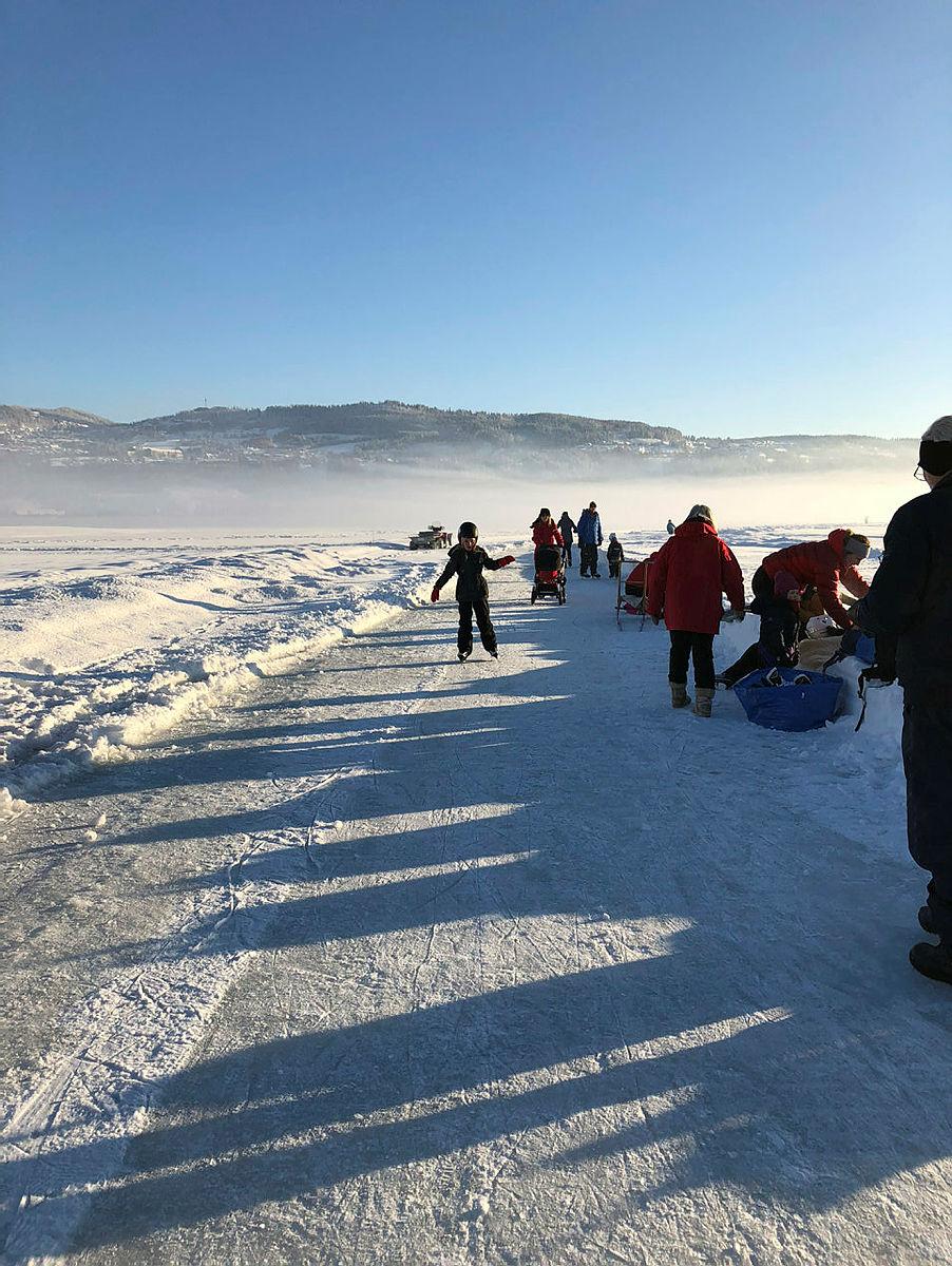 DNT Lillehammer hadde en alle tiders utebursdag på Mjøsisen på DNT sin 150-årsdag.