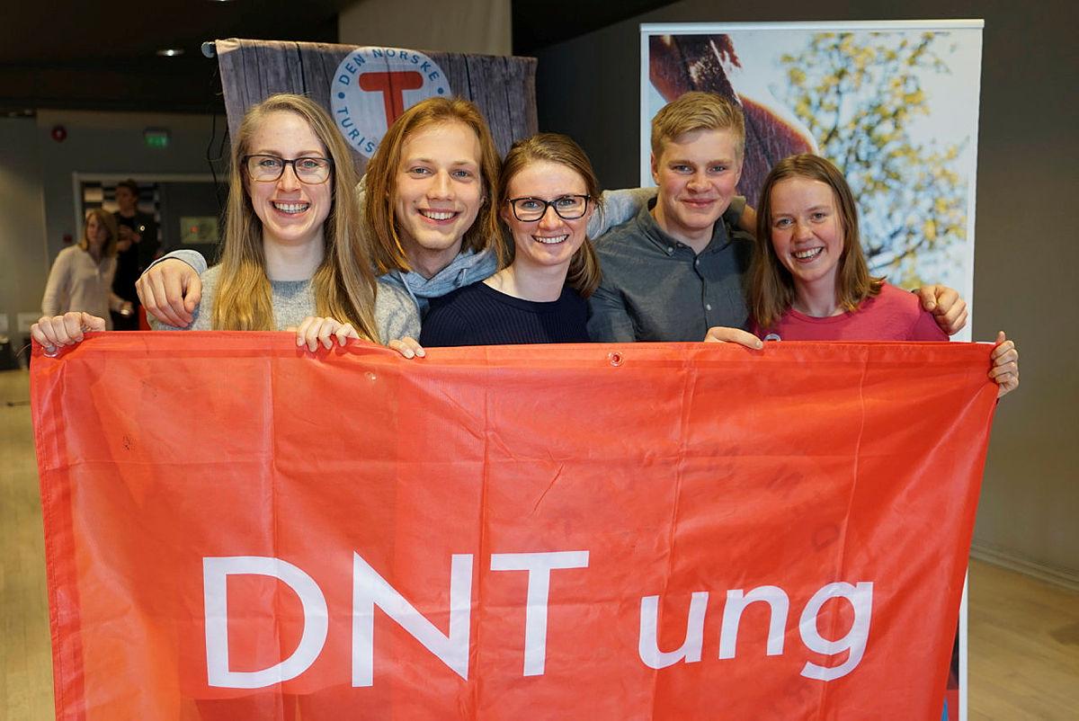 DNT ungs landsstyre 2018-2019: Lise Bergmann, Konstantin Plotkin, Johanne Grue Reiten, Markus Malmin og Amalie Fjellsøy. Tina Kasseth var ikke til stede da bildet ble tatt.