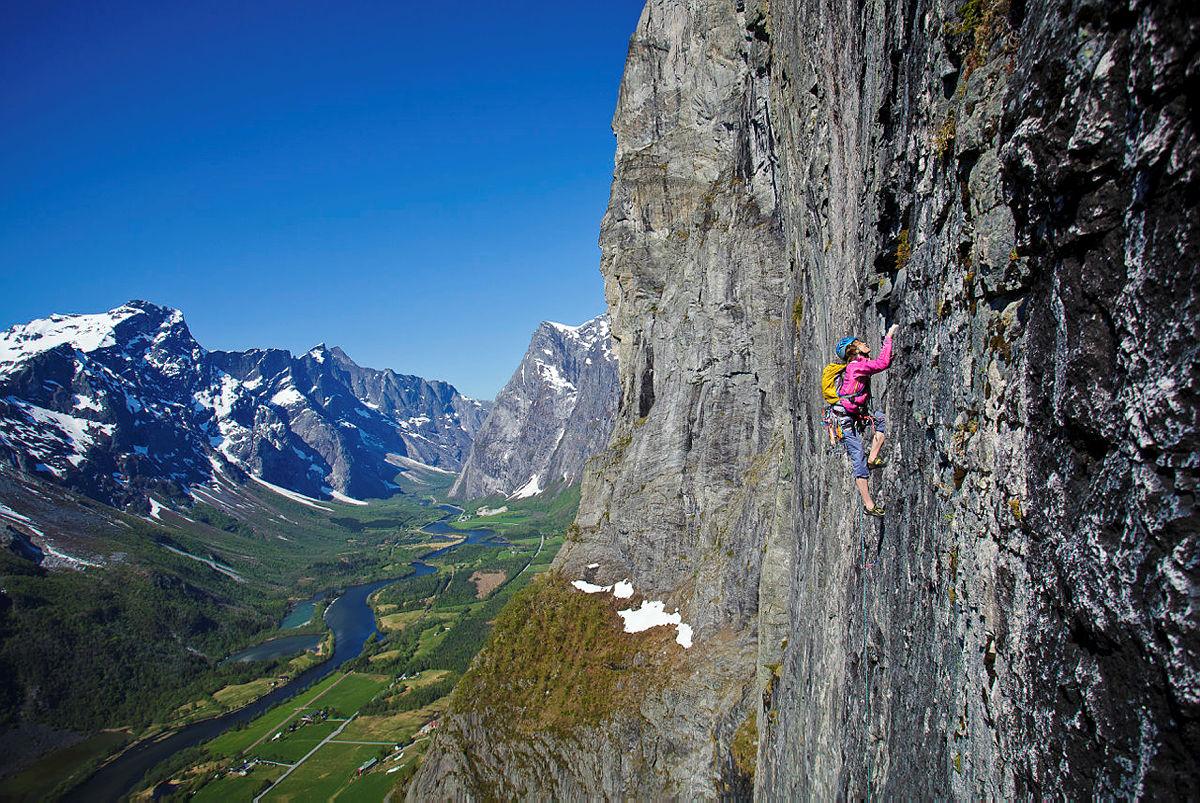 Klatring i Mongejura i Romsdalen.