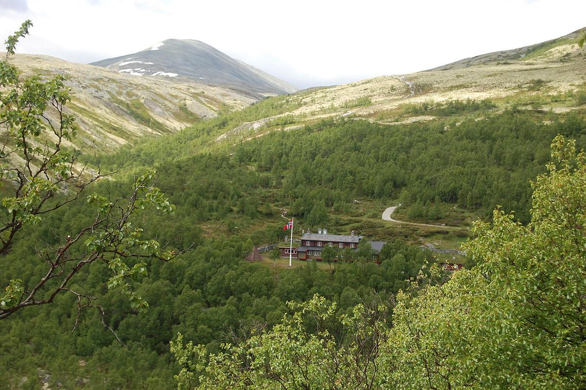 Her på Bjørnhollia Turisthytte trenger vi noen ganger flere sesongansatte.