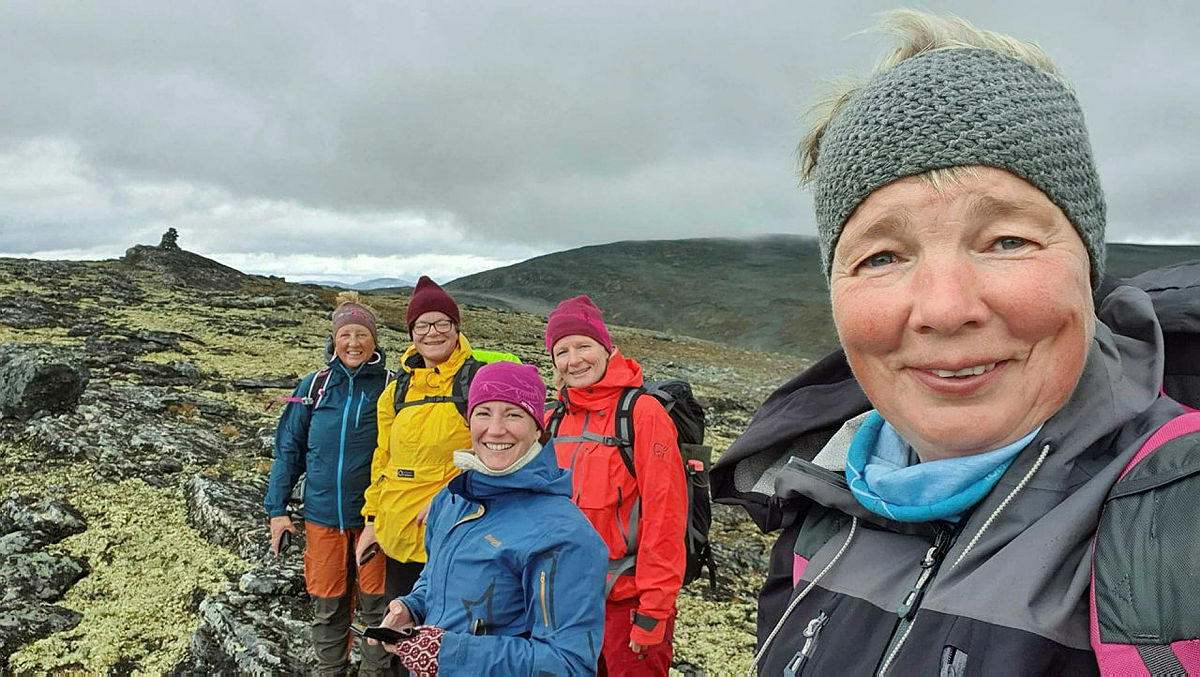 En blid gjeng ved turens høyeste punkt på 1664 moh.