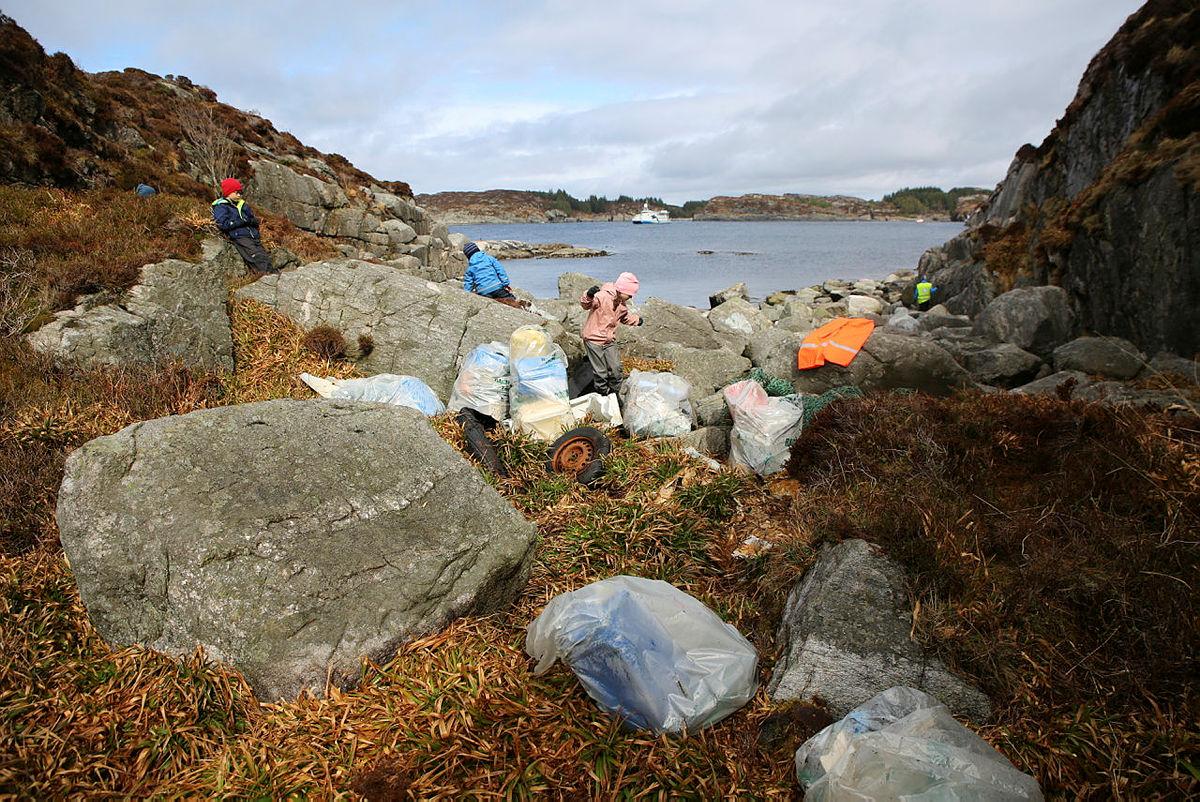 Bli med Erna Solberg på strandryddedag i Kollevågen