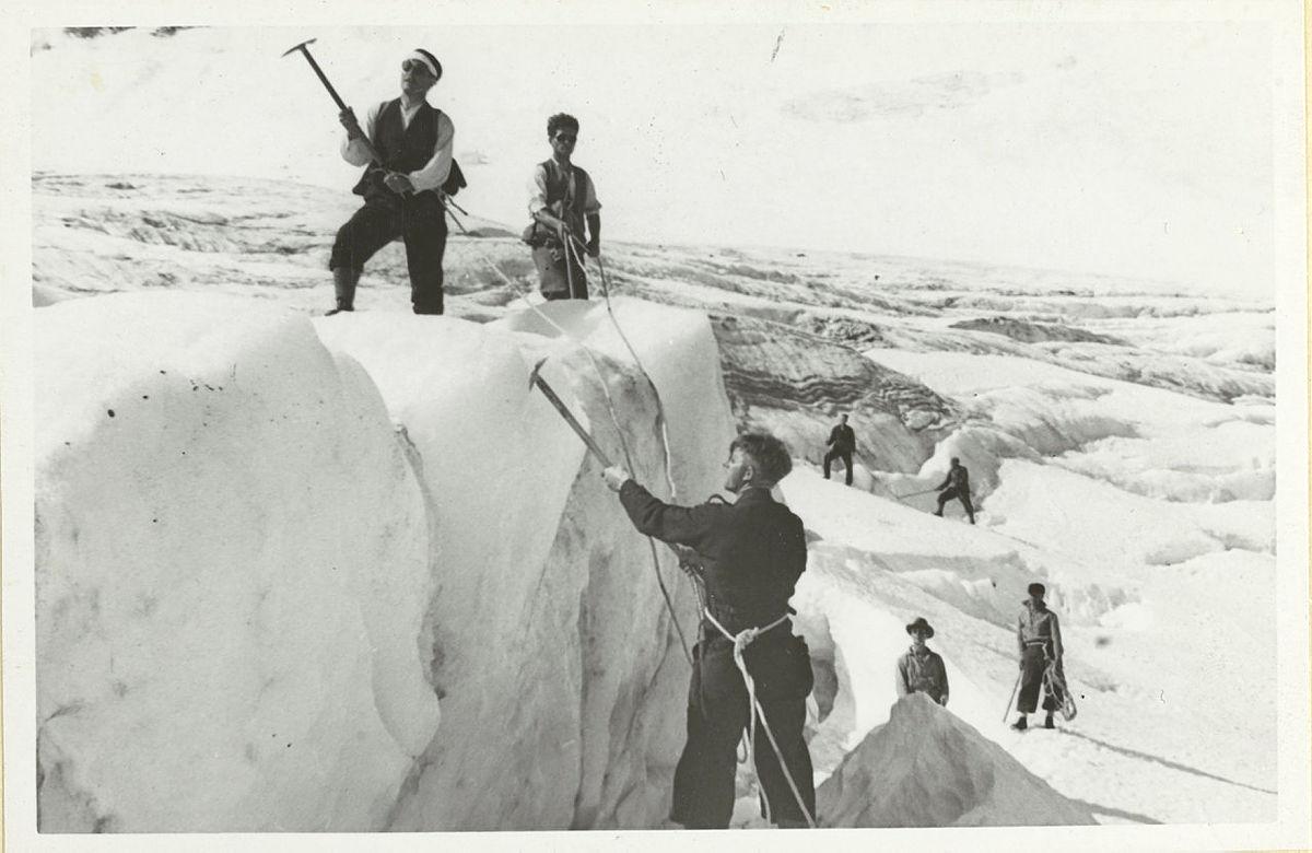 Øvelser i Brattebakkbreen, førerkurset i 1935