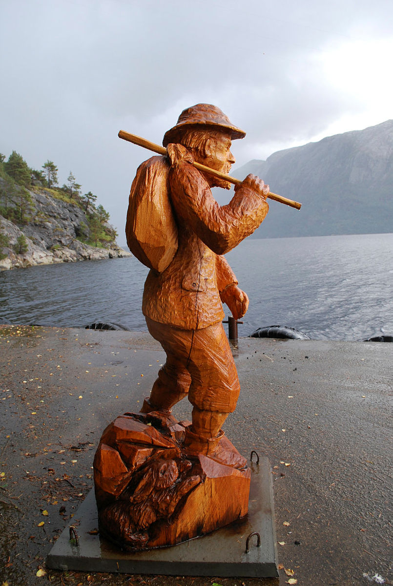 Pilt-Ola på Bakken kai i Lysefjorden.