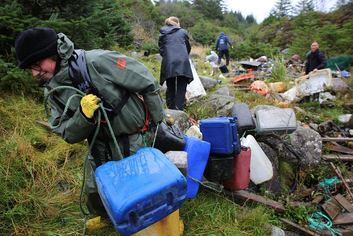 Rydder opp 60 år med plastforsøpling