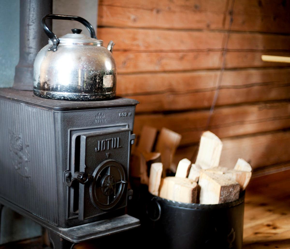 Fyr i ovnen og kaffe på vei på Sommerseter.