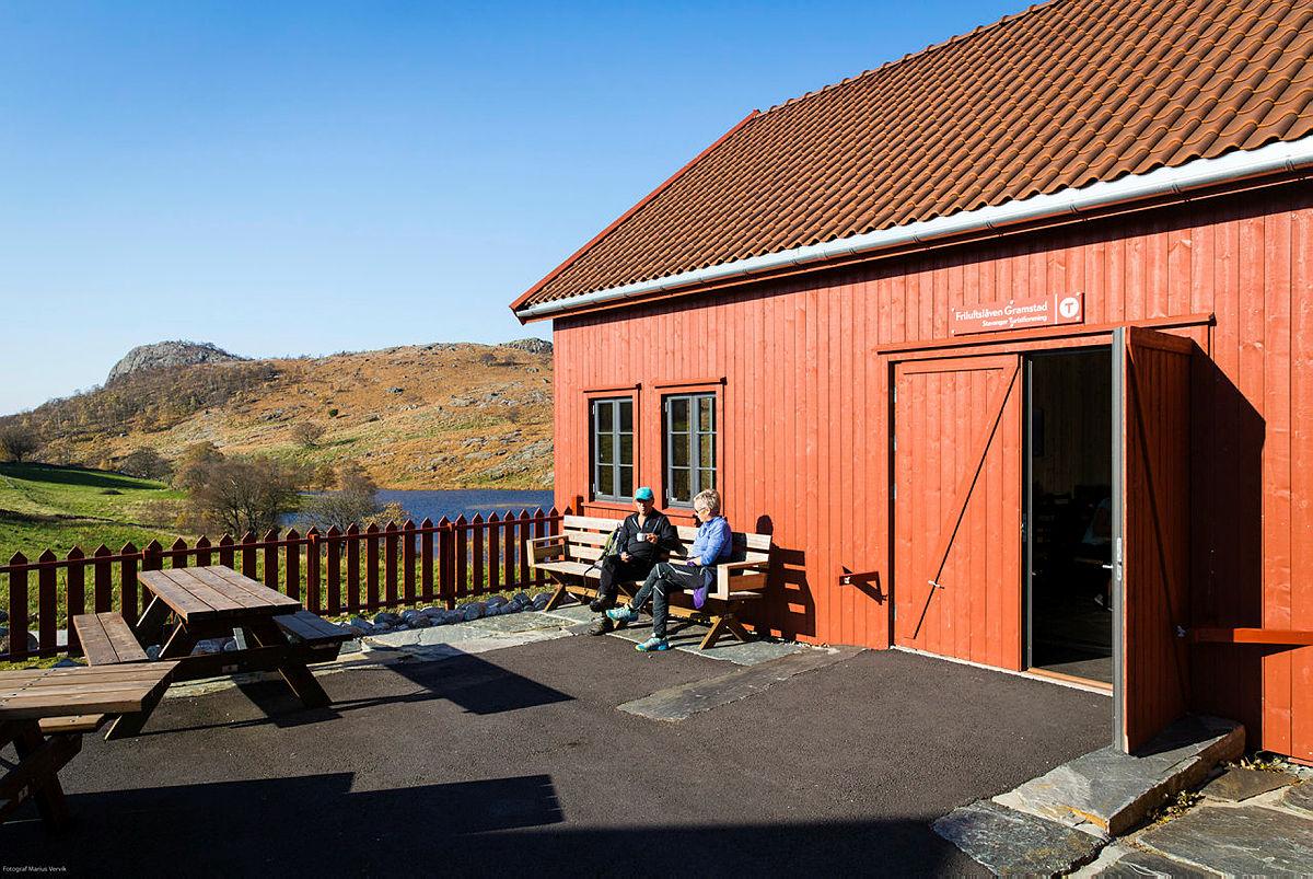 Uteområdet på Gramstad muliggjør kjekke uteaktiviteter, som kan bidra til å gjøre arrangementet ditt til noe helt eget!
