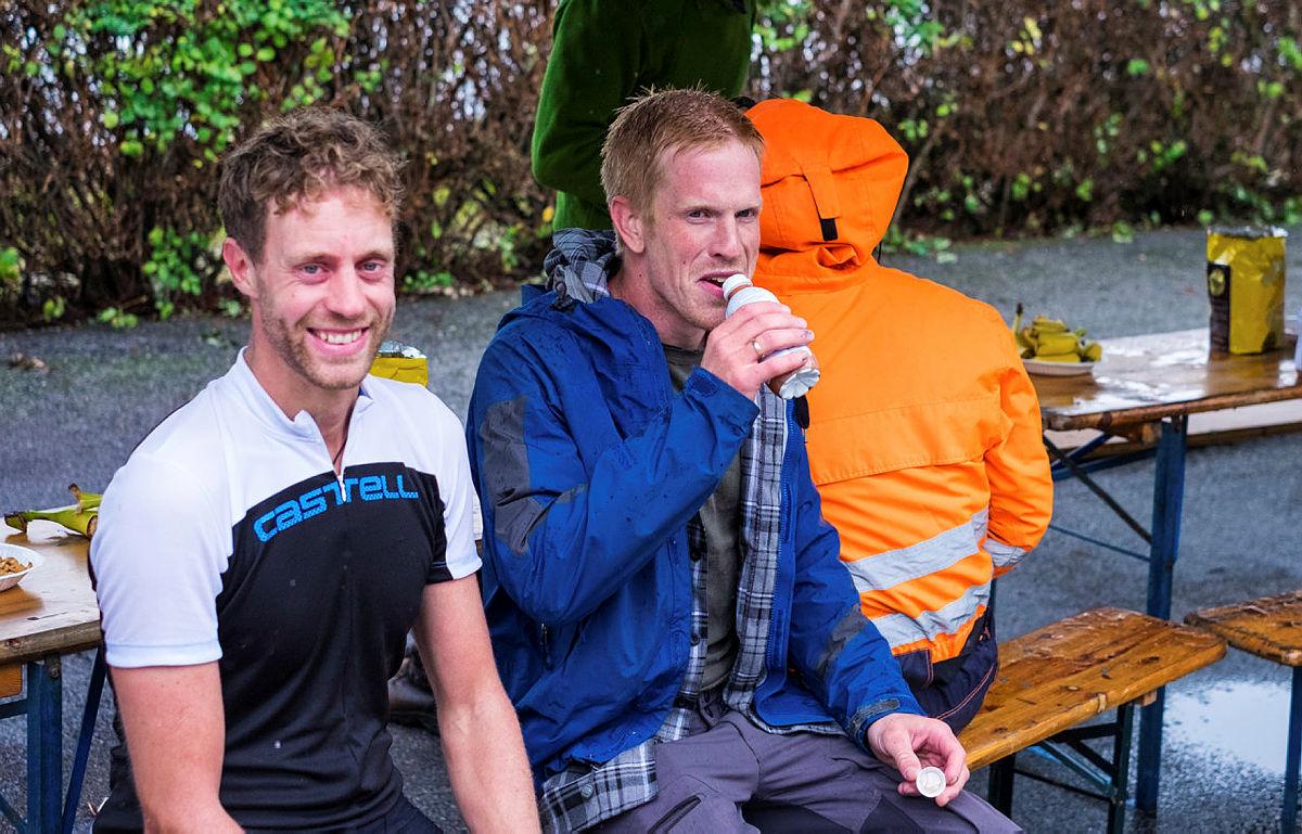 Bilder fra målområdet på Tripp Trapp Triathlon 2018. Frivillige, deltakere og ansatte.