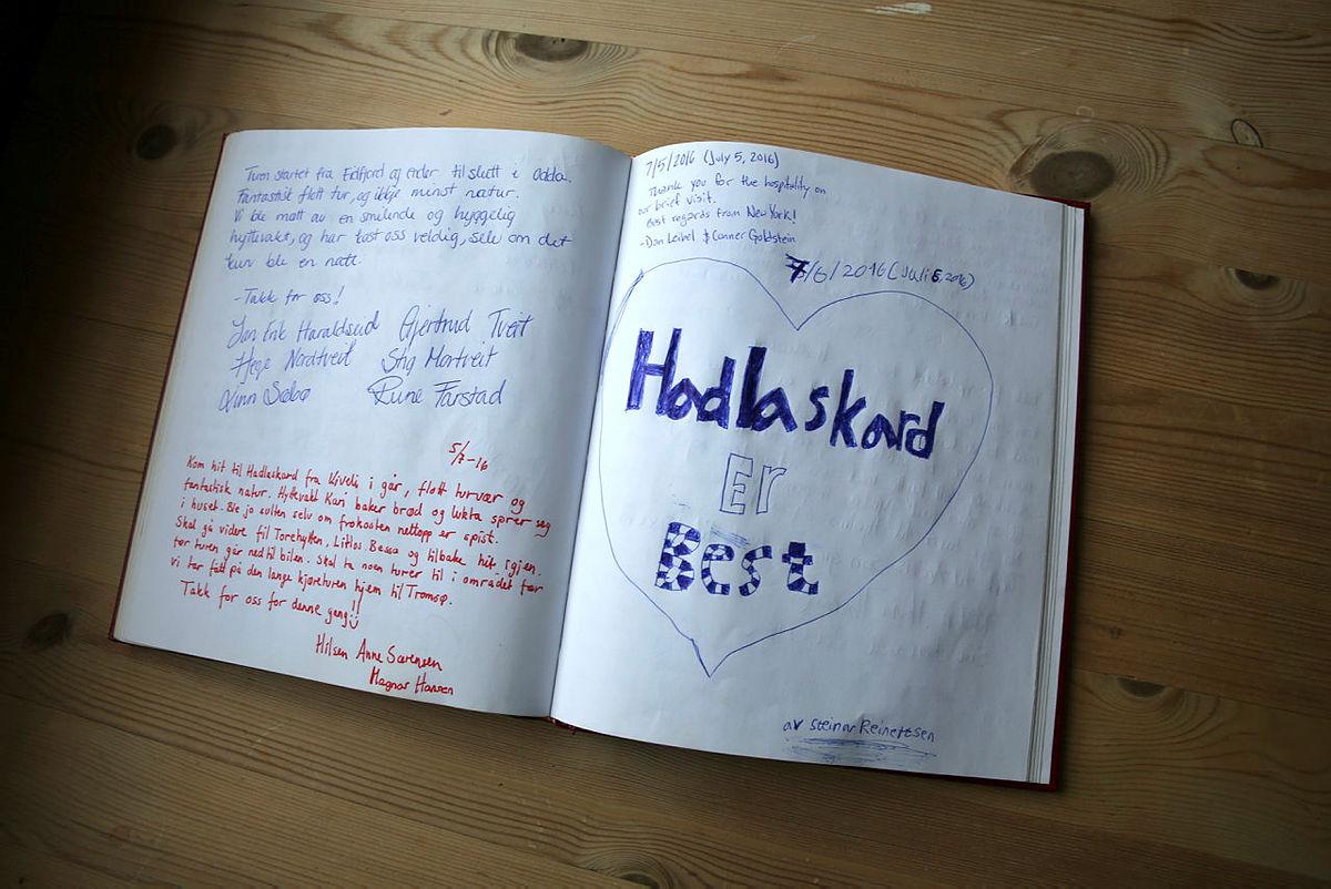 Hytteboken på Hadlskard er gøy å lese i.