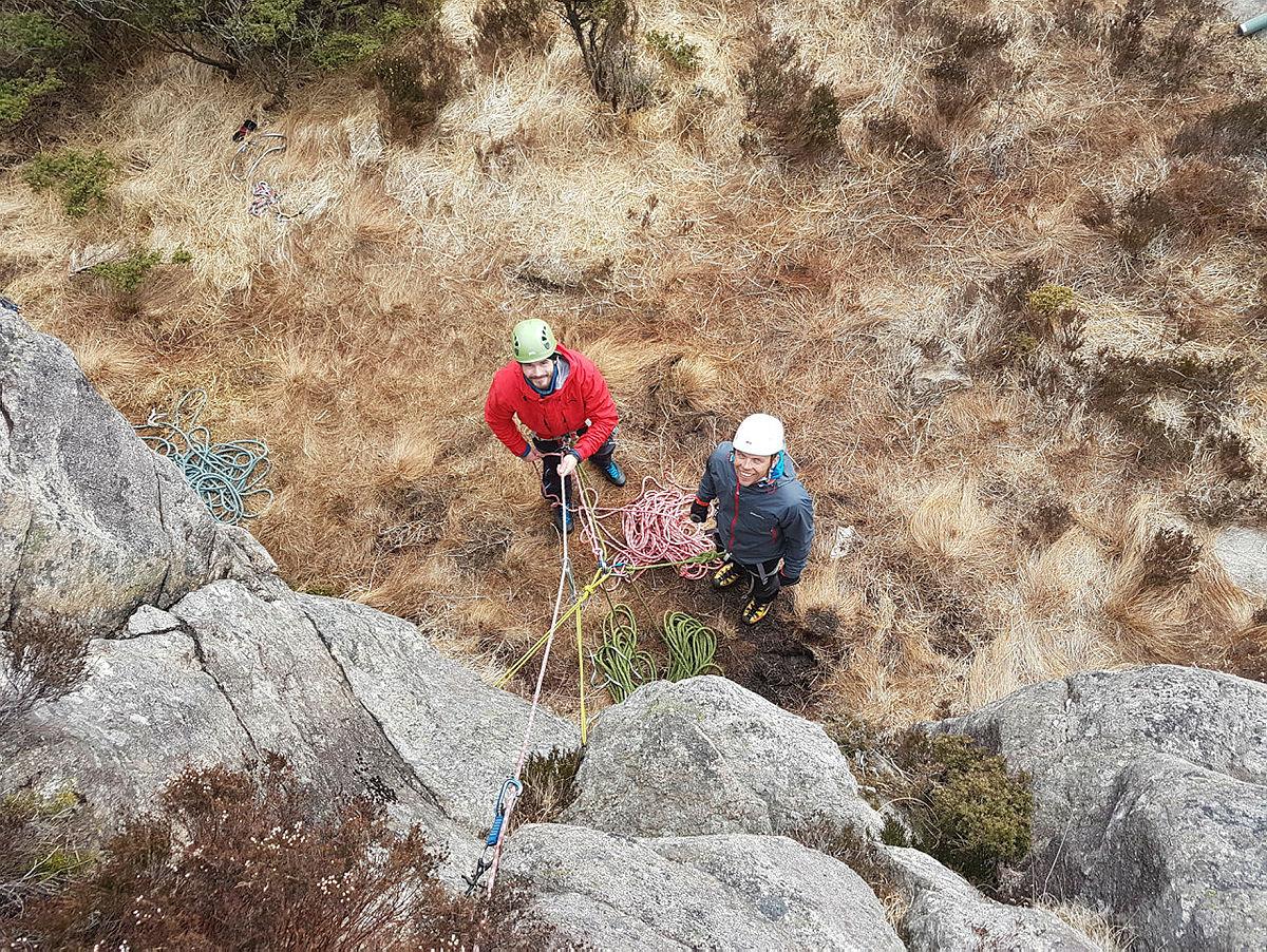 Klatrekurs naturlig sikret klatring med DNT fjellsport Bergen 6.- 8. april 2018