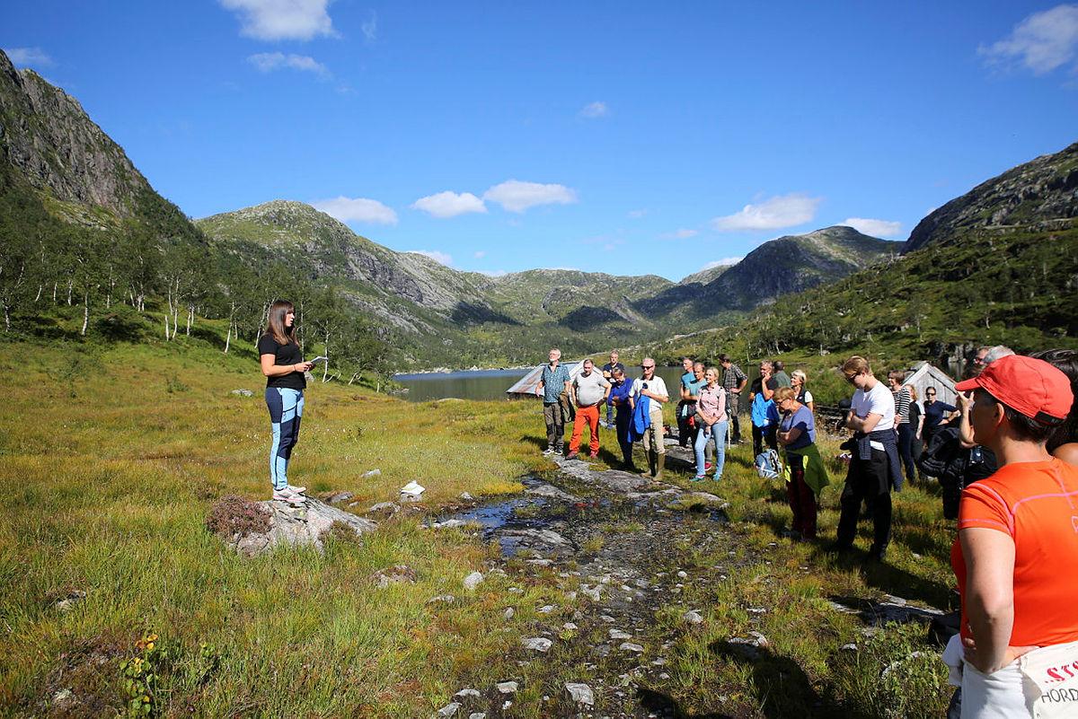 Torhild Andvik i Ung for Fjella holdt en appell ved Fossvatnet.