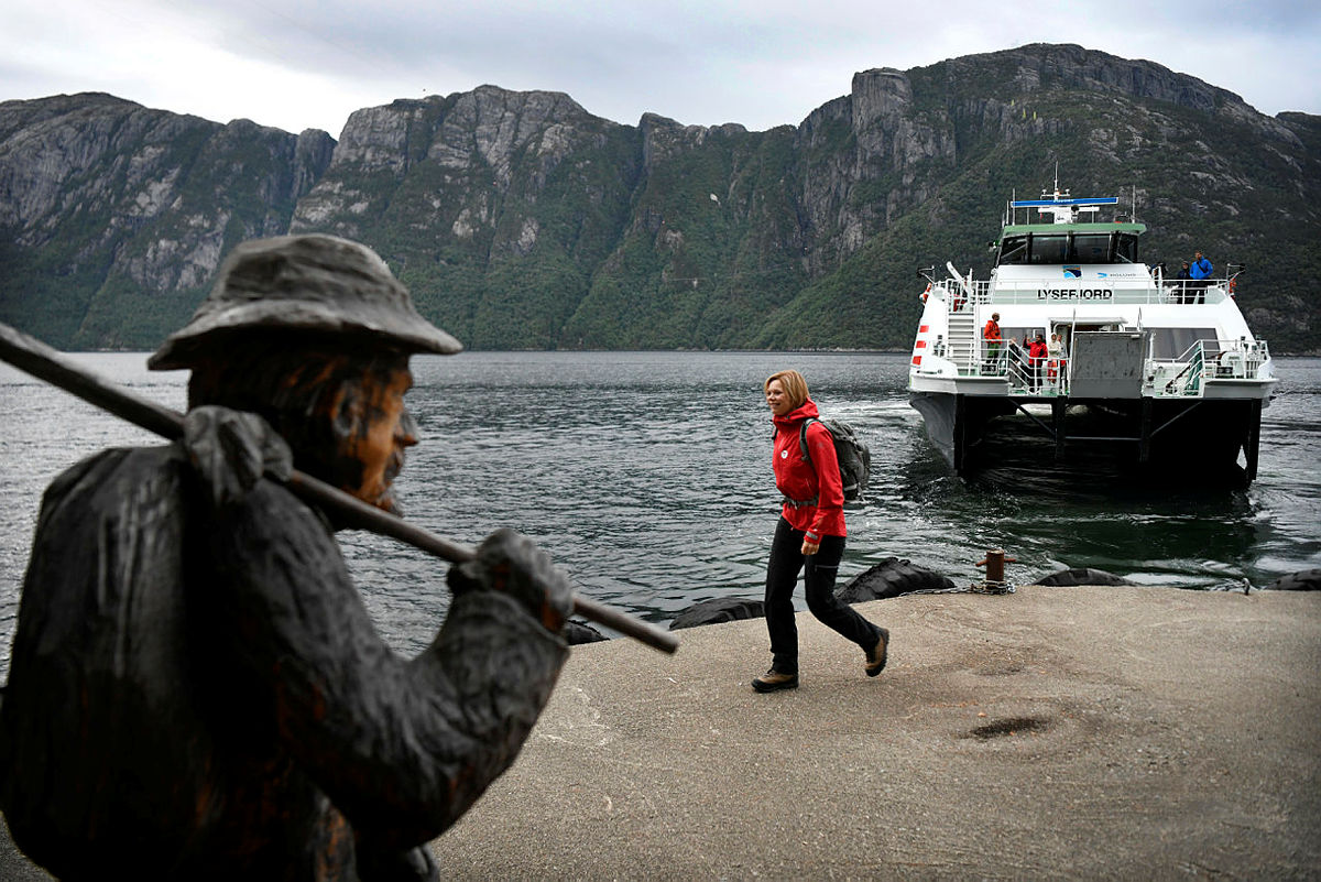 Nå er det enklere å reise kollektivt til Lysefjorden turisthytte