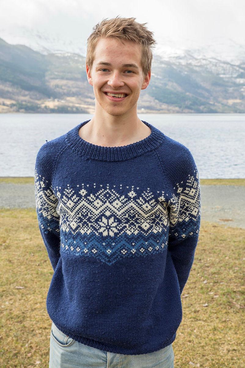 Håvard Sandal Høyvik med ullgenser på Landsmøtet til DNT ung.