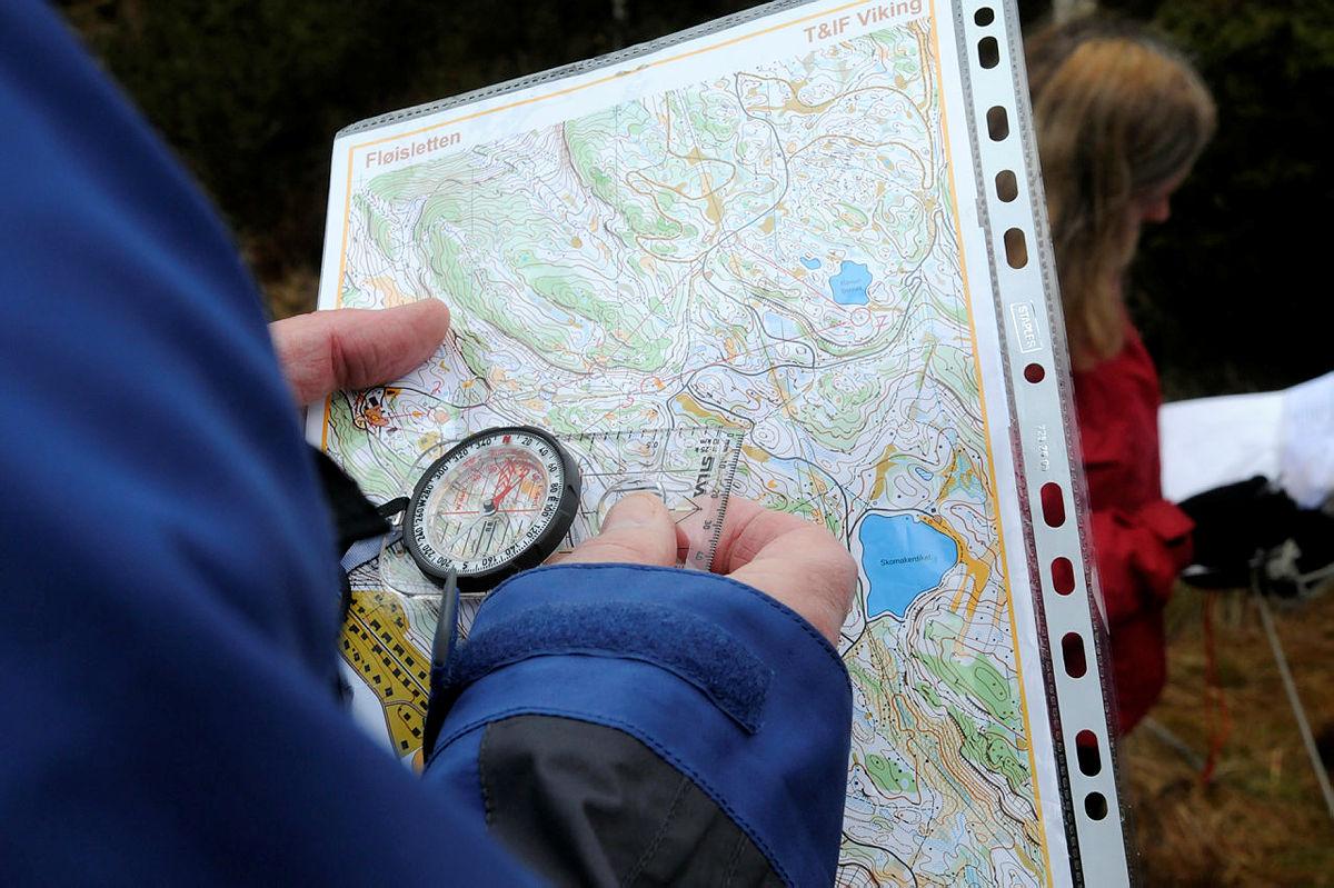 Bergen Turlag har jevnlig kurs i bruk av kart og kompass, med god deltakelse. Praksis ute foregikk i Fløyenområdet.
