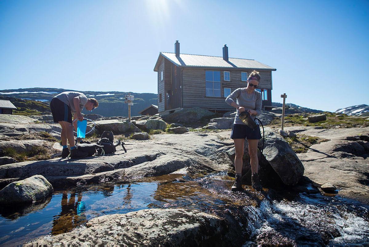 Tyske Katherine Walter og Felix Heldofer setter kurs mot Jotunheimen etter Gullhorgabu.