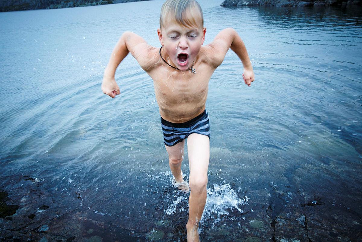 Det kan være svært forfriskende med et bad i vannet ved Stranddalen turisthytte.