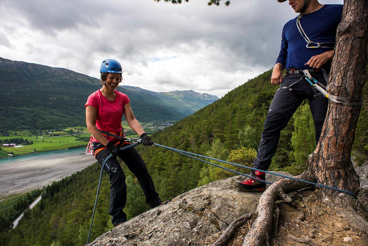 Fjellsportkurs på Sognefjellshytta sommeren 2016. Kvinnen i bildet heter Frøy Varfjell.