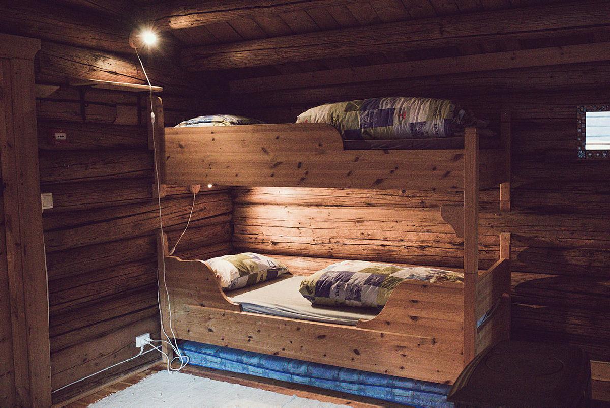 """""""Badstugu"""" med fire sengeplasser fordelt på to rom."""