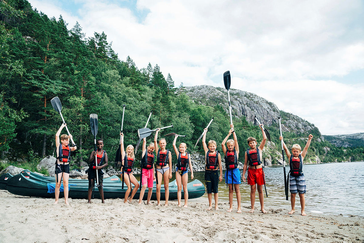Newtoncamp. Fisketur, matlaging, kano, kajakk, stand up paddling. Preikestolen Basecamp