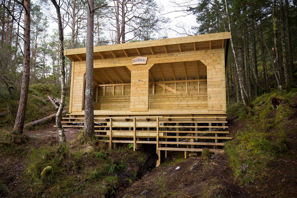 Gapahuken Drangebu i Lysefjorden i Os kommune.