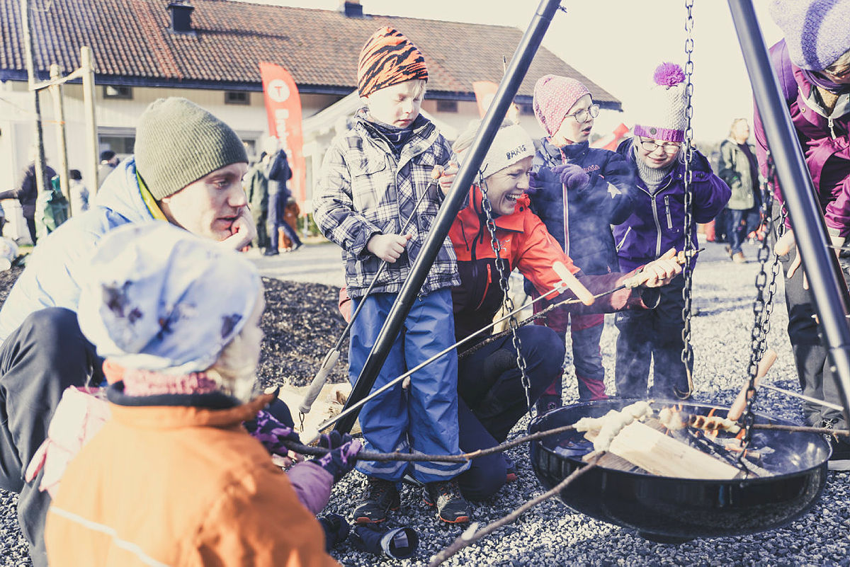 På Breivoll Gård står bålpannene klare i vinterferien.
