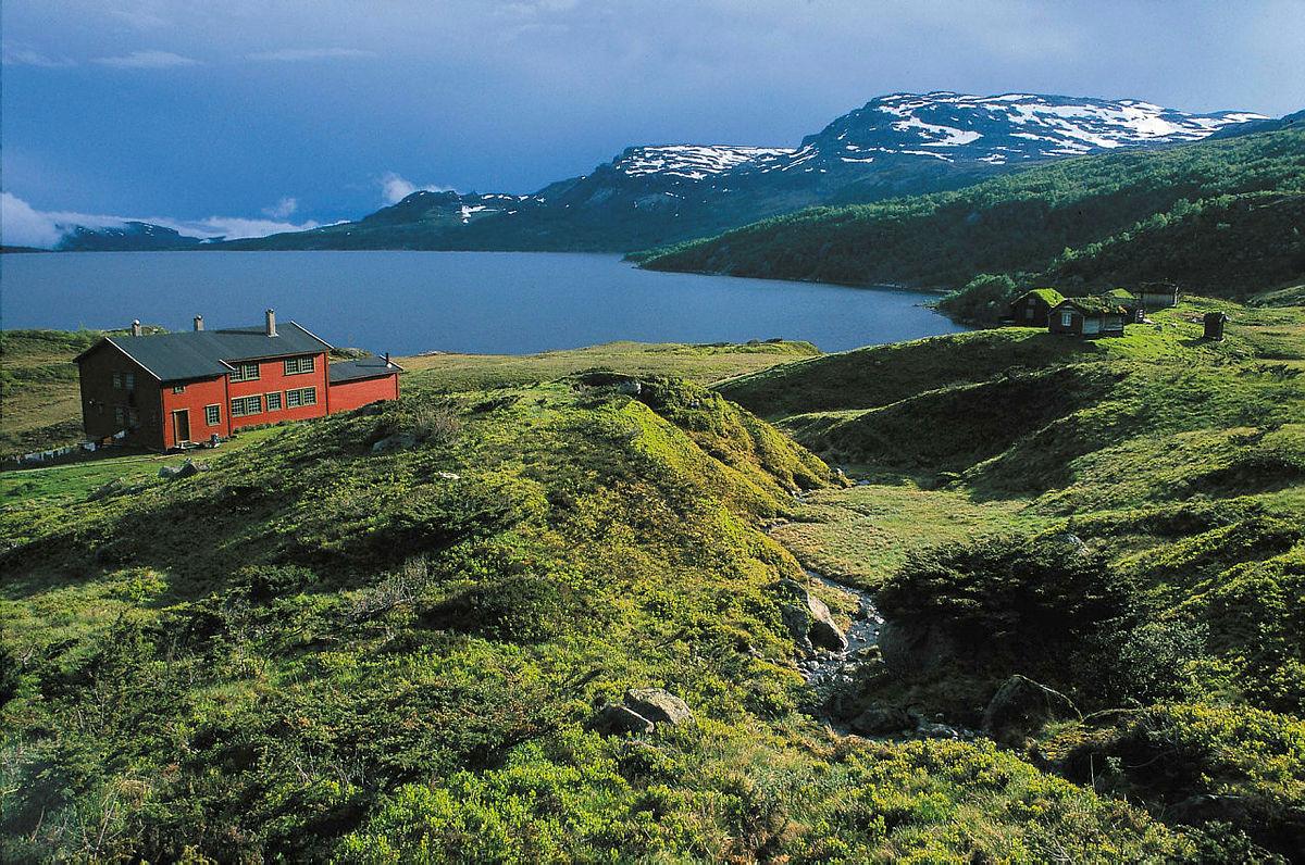 Sandsahytta er Stavanger Turistforenings største ubetjente hytte med 42 senger og gode fiskemuligheter i Sandsavatnet.