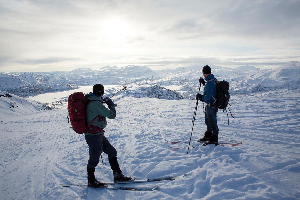 Pause ved kjelken (972 moh.) med utsikt over Bergsdalen.