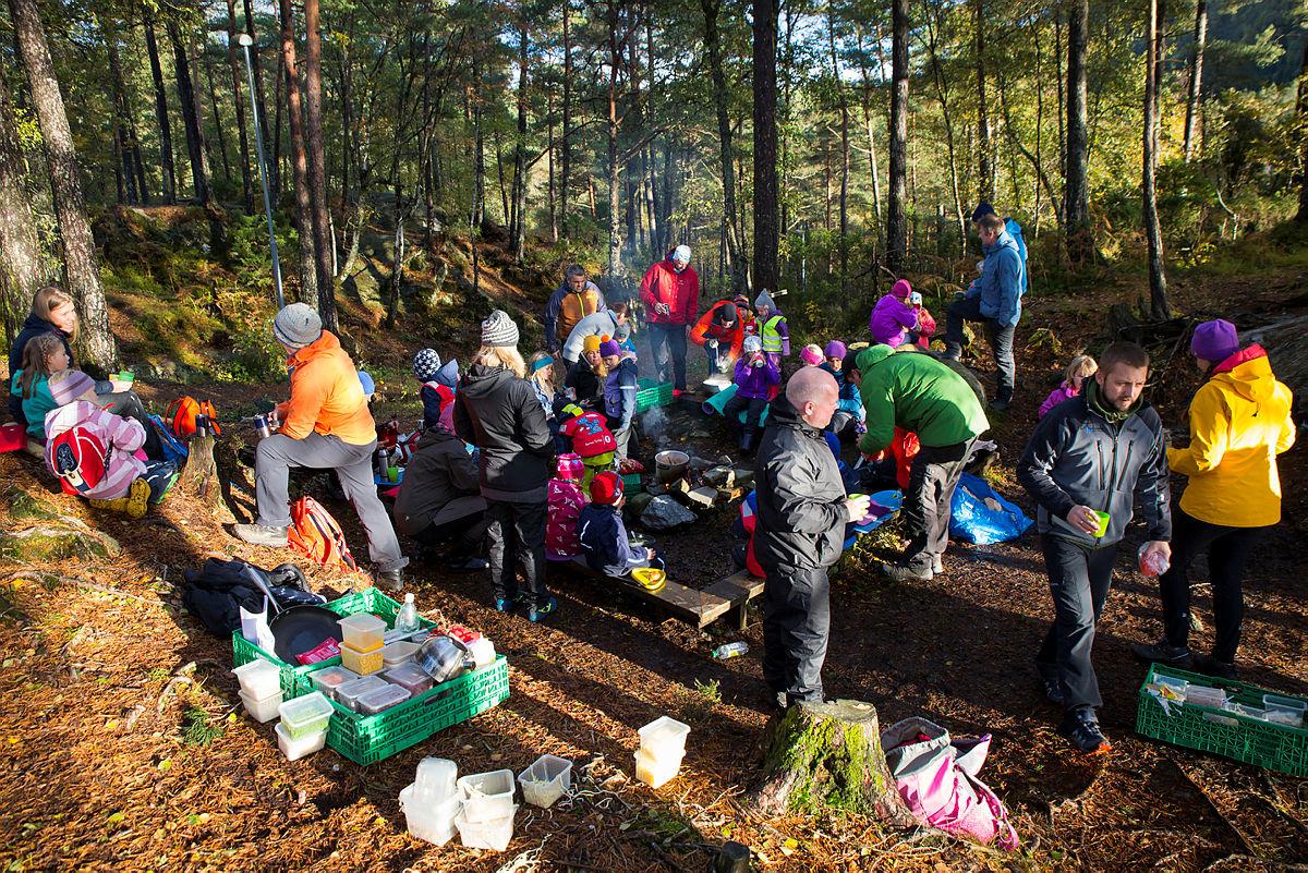 Åpning av Verdens største lekeland ved Inste Raudlivatn i Os kommune. Turboklubben i Barnas Turlag Os var der på teltovernatting.